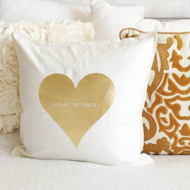 Adorable DIY Pillows for Valentine's Day