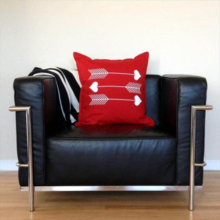 valentine day arrow pillow design