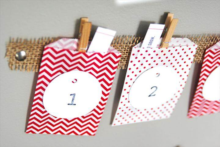 Easy Christmas Advent Calendar (great kids craft activity-- it's inexpensive, quick,
