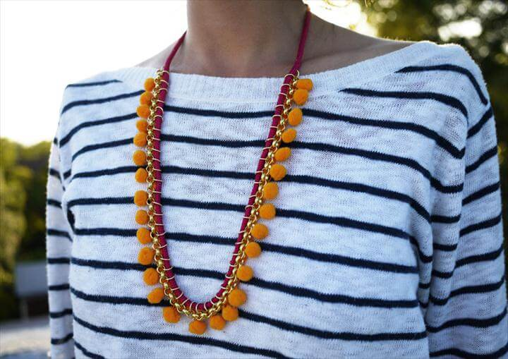 DIY Pom Pom Necklace