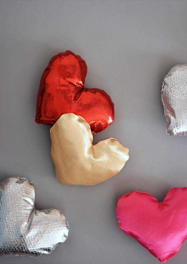 DIY MIni Heart Pillows