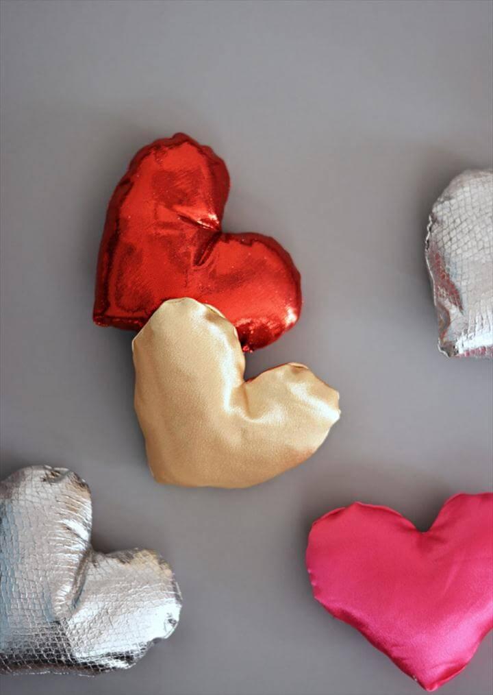 DIY MIni Heart Pillows