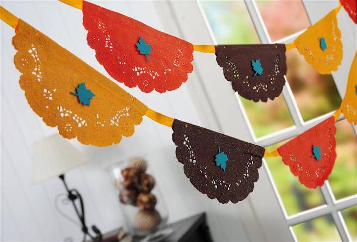 This DIY Thanksgiving banner is REALLY easy to make - just use paper doilies from the