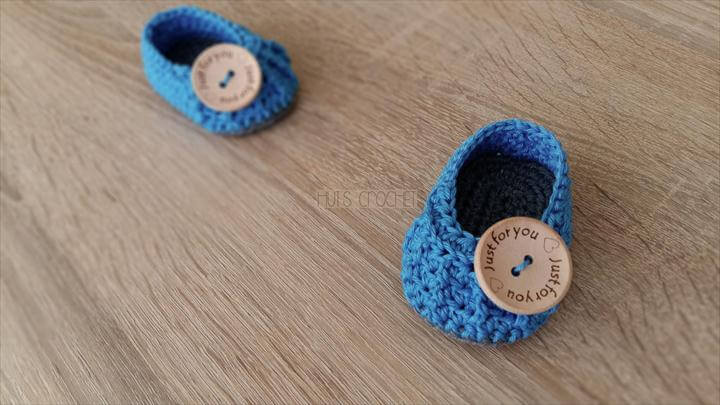 crochet button booties