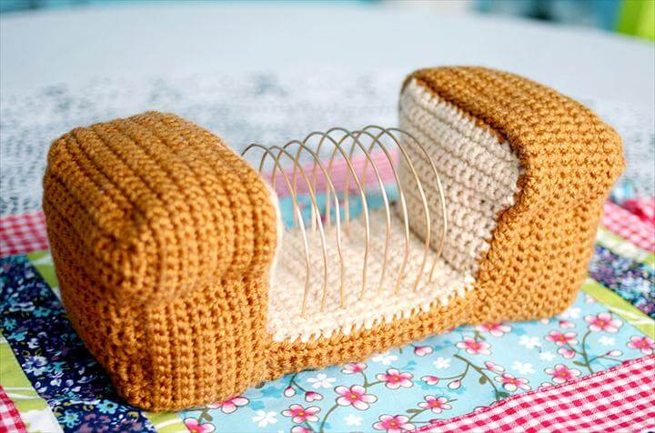Free Crochet Pattern & Video Tutorial: Bread Loaf Letter-Organizer!