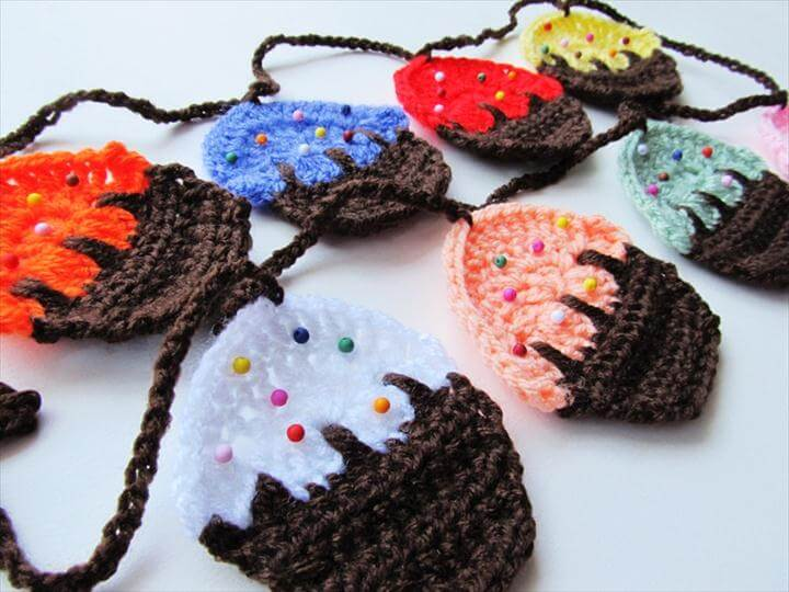 Crochet Cupcake Garland
