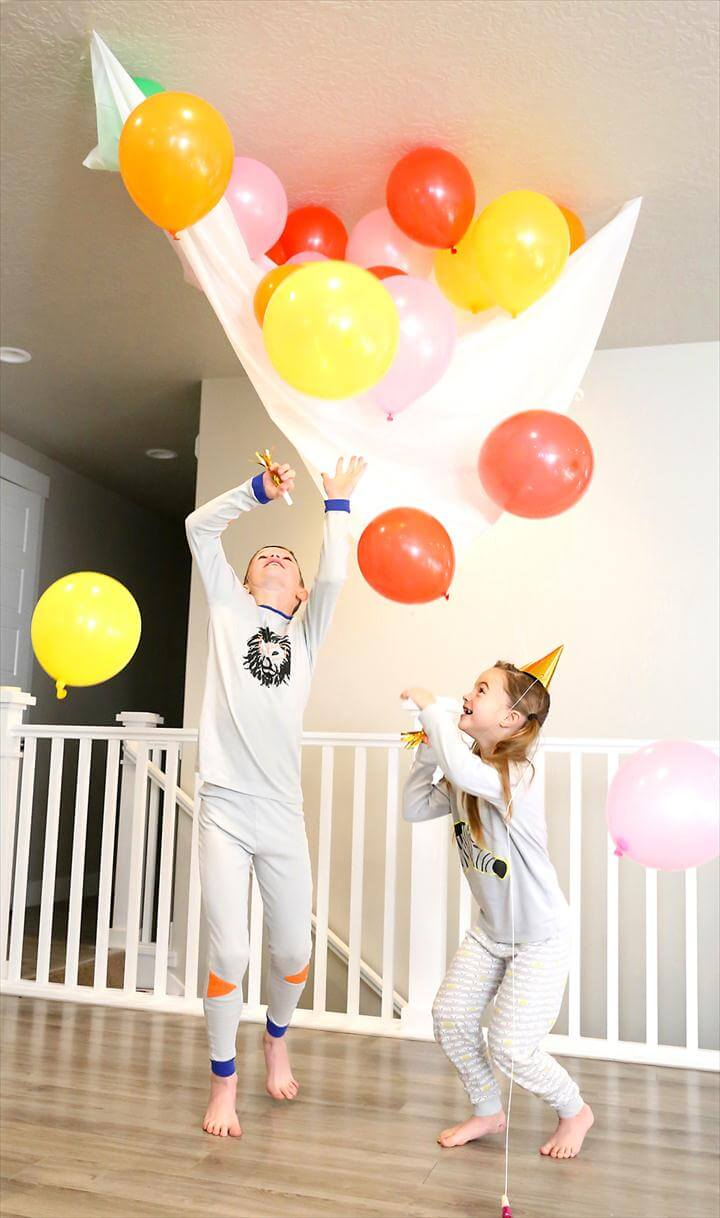 So fun! Make an easy balloon drop for New Year's Eve with supplies from the