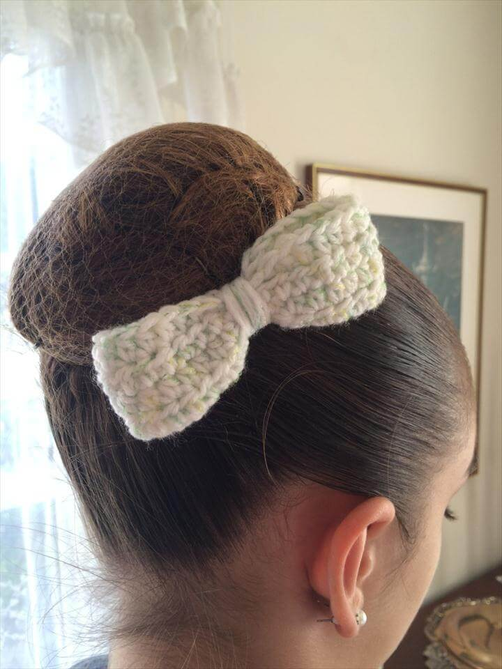 Slim Crochet Hair Bow, white with green/yellow filament