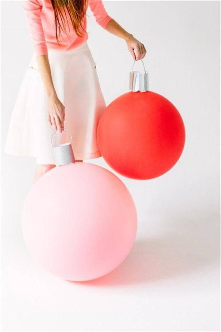 Beautiful Christmas décor – ornaments balloons.