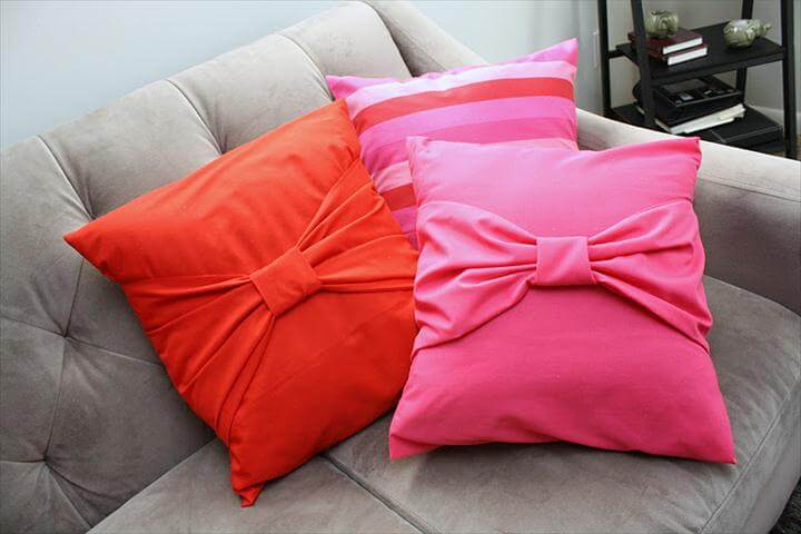 Big Bow Pillow Cases Tutorial from Rae Gun Ramblings. Simple and inexpensive sewing home decor