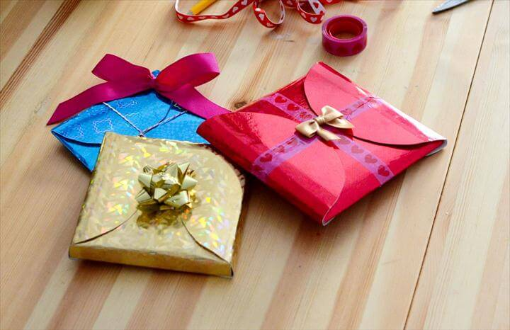 cheap, quick and easy gift wrapping in 5 minutes.