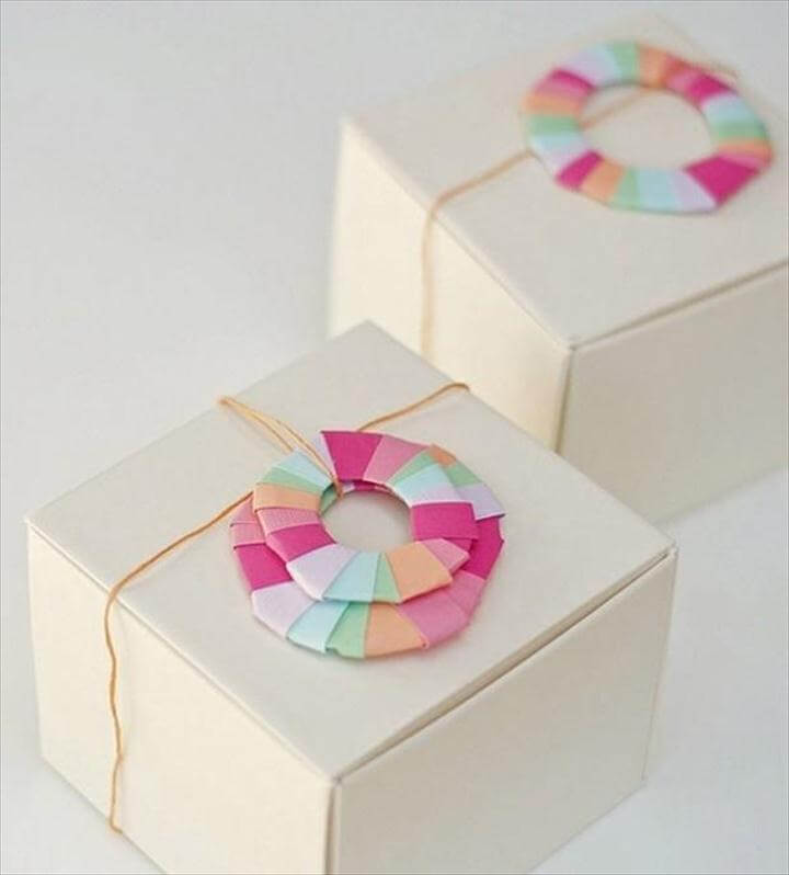 3Paper Wreath Gift Topper