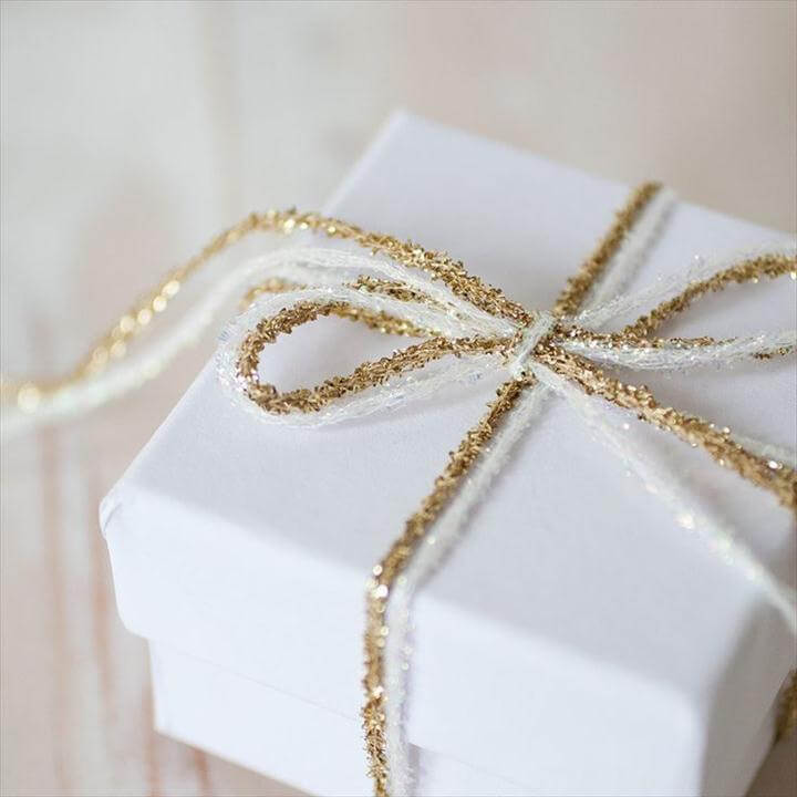 CREATIVE WAYS TO DIY GIFT WRAP