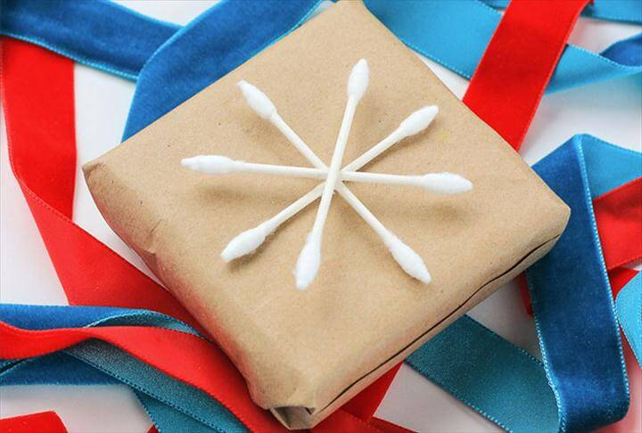 snowflake gift wrapping idea