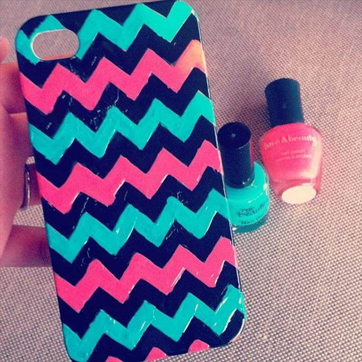 Zig Zag iphone Cases using Nail Polish