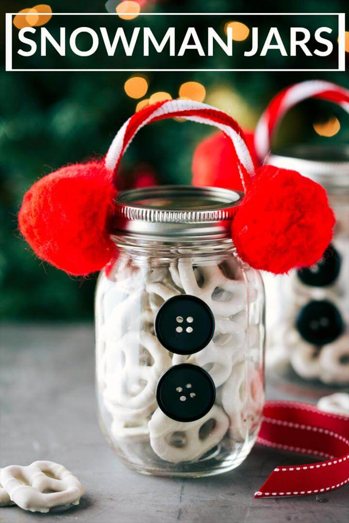 Four easy and creative mason jar CHRISTMAS treat gift ideas. A grinch jar, santa