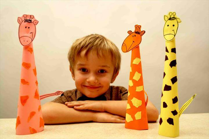 Paper craft for kids. Paper giraffe. DIY: easy crafts for kids. Paper arts and crafts