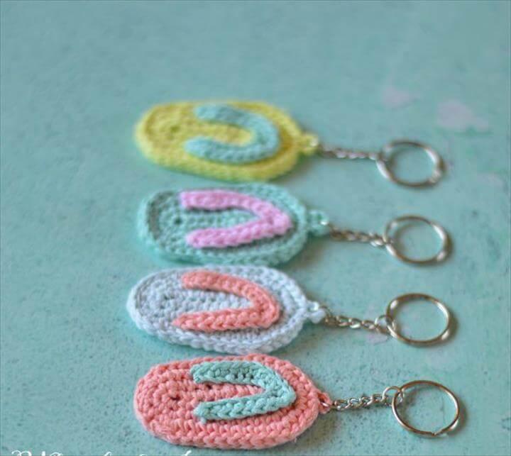 FREE Crochet Pattern: Crochet Flip Flop Key Chain