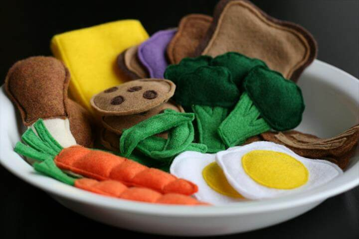These Free Felt Food Patterns to Make Great Handmade Gifts for a Child