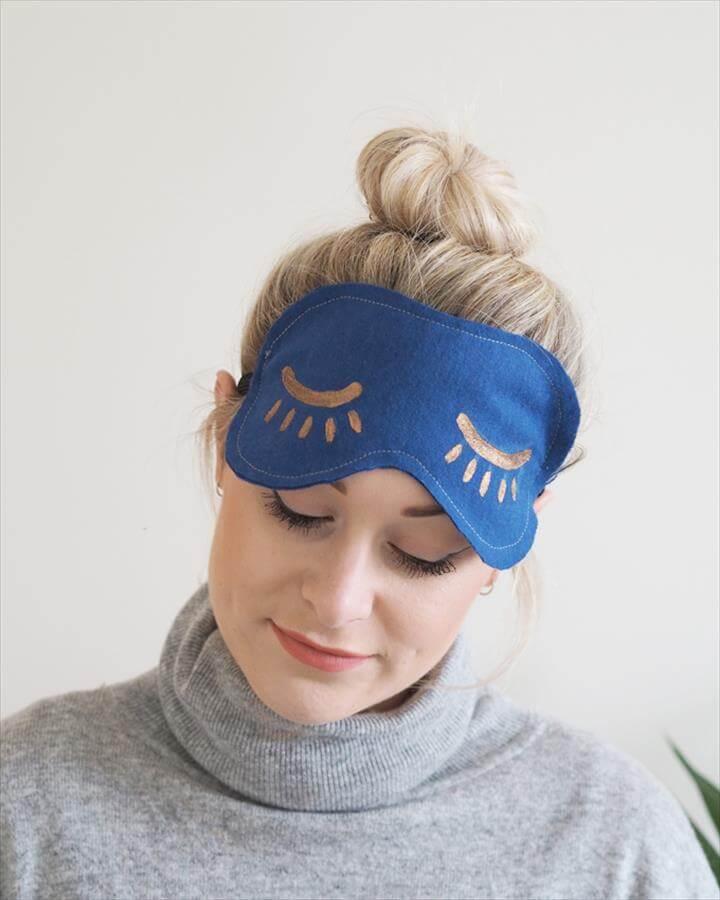 DIY Eye Mask Tutorial - blue snooze eye mask