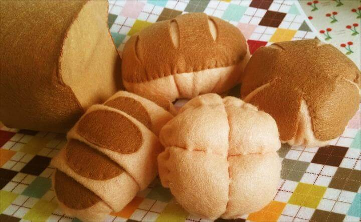 DIY felt Lovely bread set