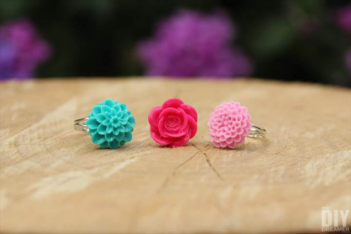 This is such Easy to Make Rings: How to Make DIY Flower Cabochon Rings.