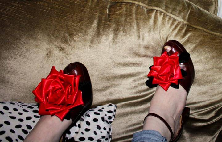 Red flower shoe clips - DIY red satin roses