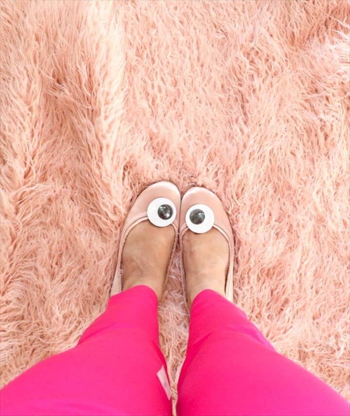 EASY DIY – GOOGLY EYE SHOE CLIPS