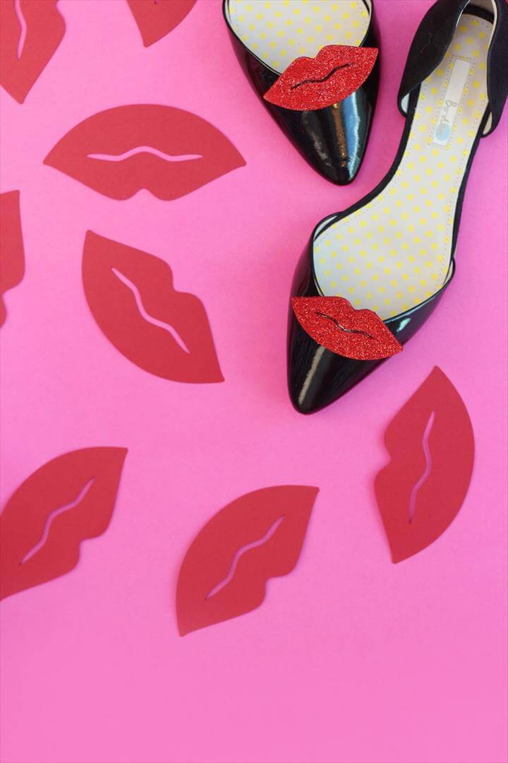 DIY Red Lip Shoe Clips