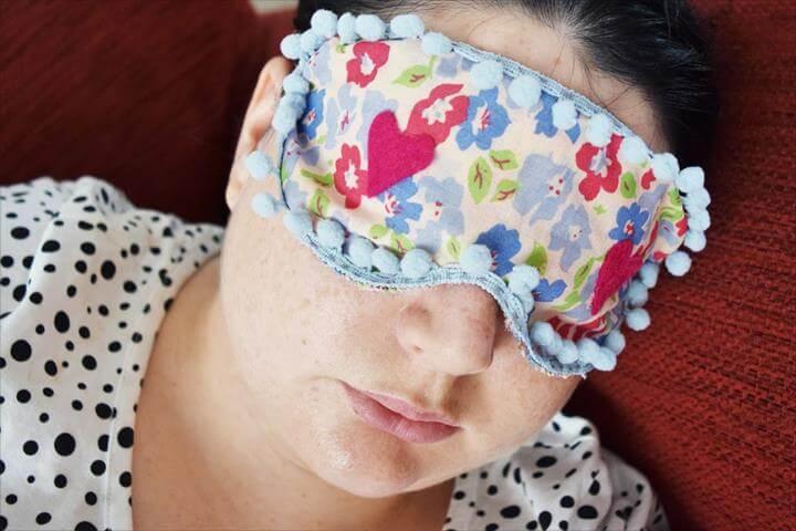 DIY Sleep Mask, pom pom eye mask