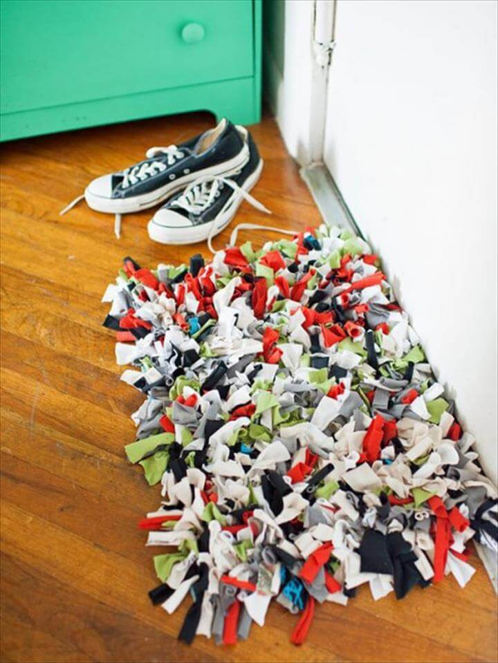 Colorful DIY Old T-Shirt Doormat