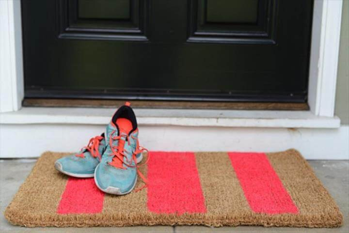 DIY Tutorial: Customized Dorm Doormat