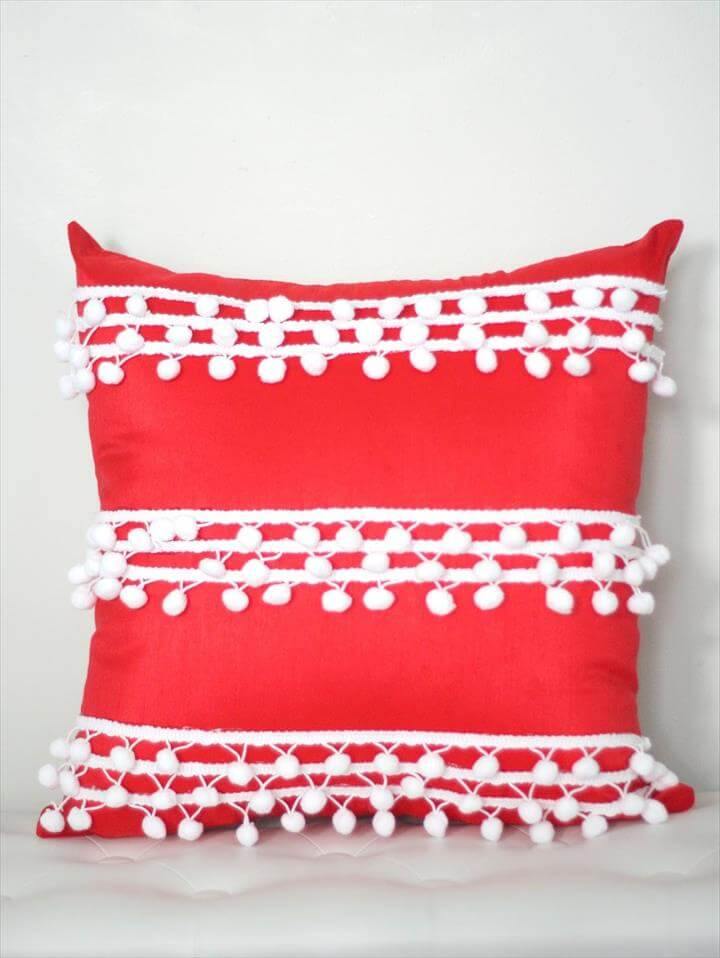diy pom pom, pom pom pillow, diy pillow
