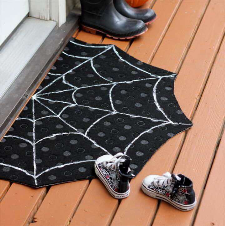 DIY Spiderweb Doormat