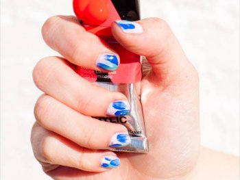 DIY brushstroke nail art