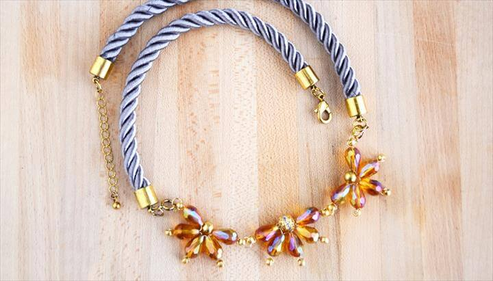 Beaded Flower Necklace Tutorial