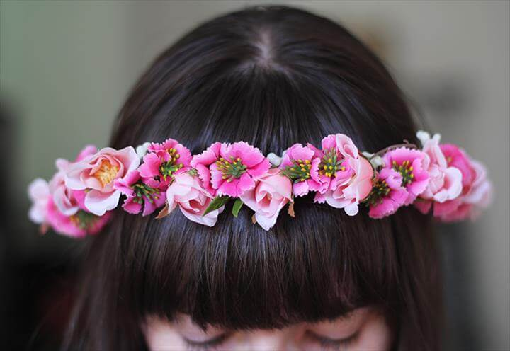 3-STEP DIY FLOWER CROWN YOUR DAUGHTER WILL WANT TO WEAR ALL SPRING