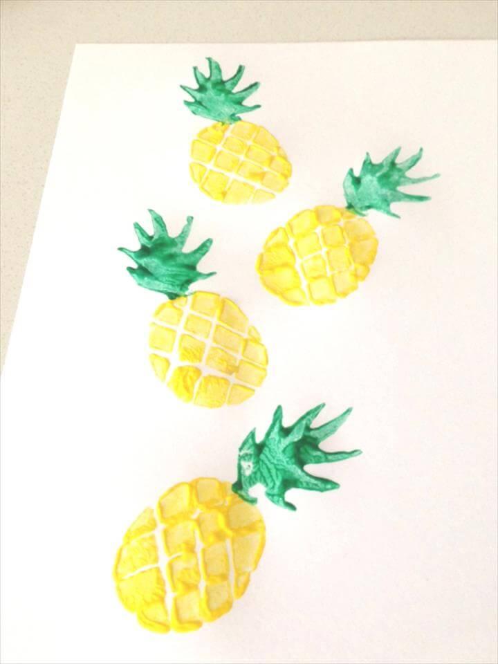pineapple printed fabric using a homemade pineapple potato stamp!