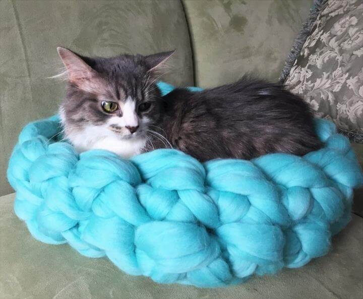 Arm Knit Cat Bed