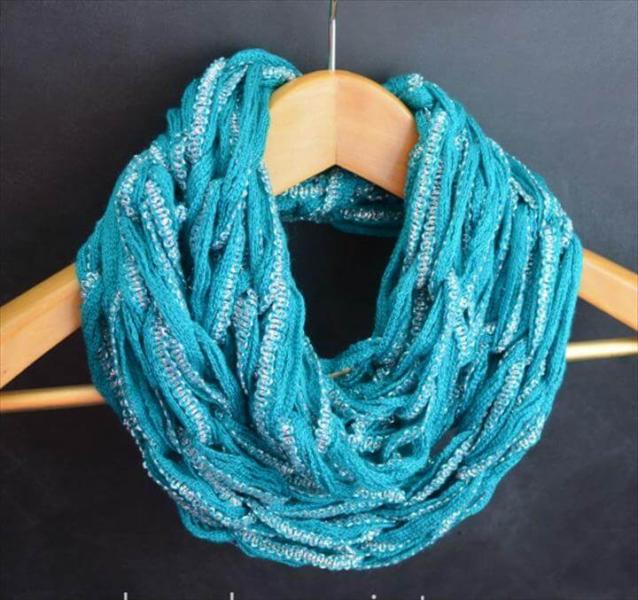 Arm-Knitting: Spring Infinity Scarf