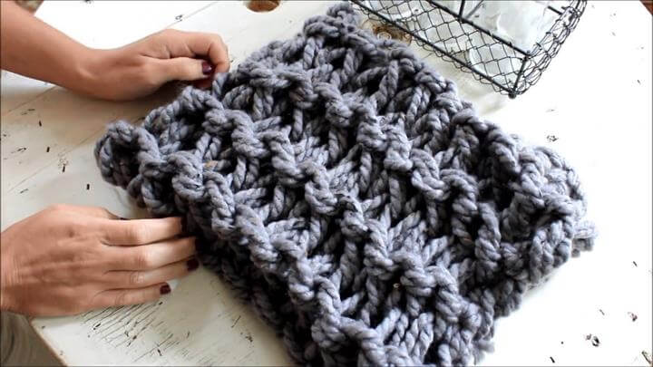 Arm Knit a Garter Stitch Scarf in 20 minutes - With Simply Maggie