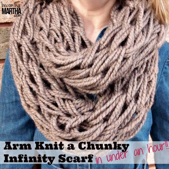 Arm Knitting an Infinity Scarf