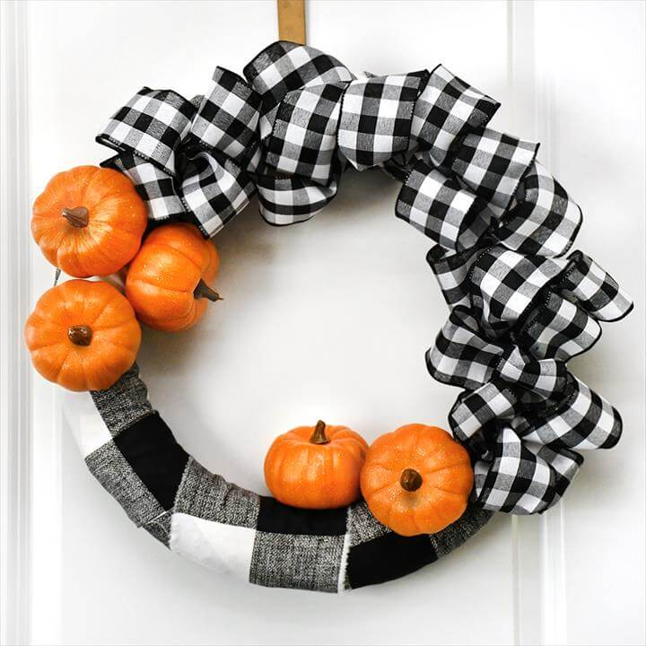BUFFALO CHECK PUMPKIN WREATH Super easy wreath to make! Love the contrast of black & white and orange! PUMPKIN DECORATIVE PLATE