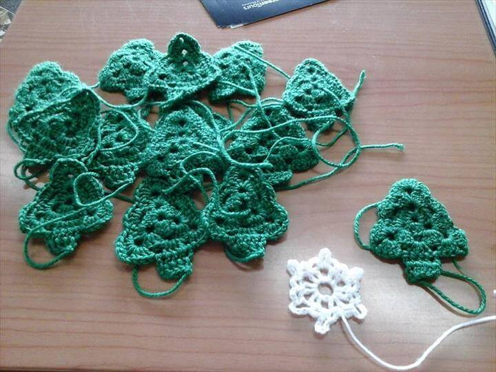 Christmas Crochet Garland Tutorial with pattern