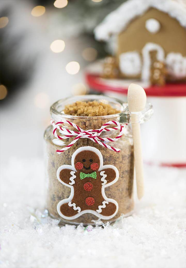 DIY Gingerbread Sugar Scrub – this easy gingerbread sugar scrub smells amazing and makes a lovely