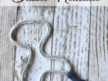 FREE Crochet Pattern: Make this fun (and EASY) boho crochet tassel necklace!