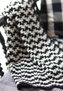 12 Blankets Crochet Patterns – Easiest & Fastest Ideas