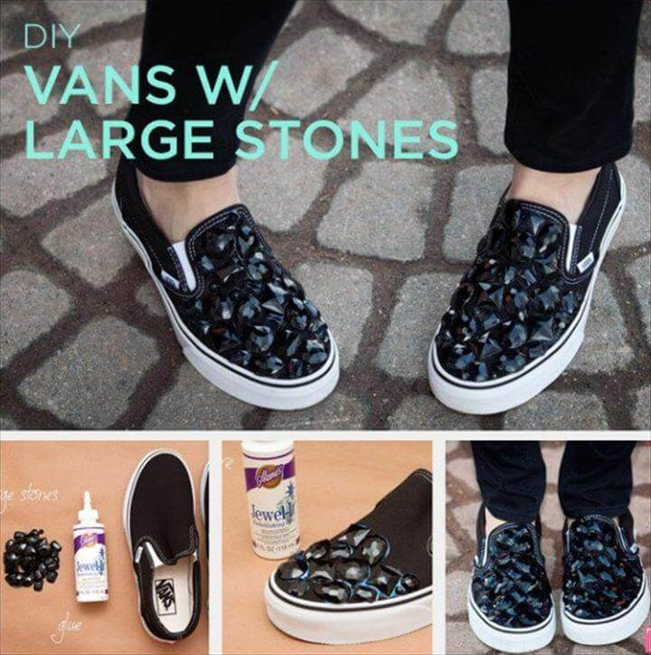Shoe Crafts, Diy Crafts, Super Easy, Shoe Makeover, Creative Shoes, Bling Shoes, Diy Roupas, Your Shoes, Gem Stones, How To Make Crafts, Altering Clothes, Painted Sneakers, Diy, Loafers & Slip Ons, Custom Shoes, Accessories, Hand Painted Shoes, Clothing Alterations, Formal Shoes, Sewing Projects,