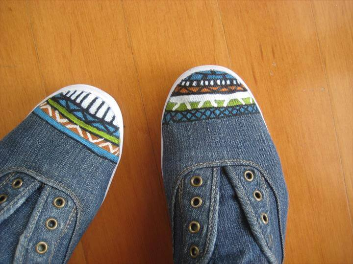 DIY aztec inspired shoes, Painted Shoes, Painted Sneakers, Paint Designs, Shoe Designs, Shoe Art, Paint Markers, Paint Pens, Diy Fashion, Fashion Hacks,Dress Up Shoes, Dress Me Up, Aztec Designs, Diy Accessories, Cute Shoes, Copycat, Craft Projects, Tights, Gardening Tips,Fabric Painting, Diy Painting, Painting Shoes, Shoe Crafts, Diy Crafts, Espadrilles, Shoe Makeover, Your Shoes, Diy Tutorial,Aztec Shoes, Diy Projects To Try, Crafts To Make, Fun Crafts,, Arts And Crafts Diy Clothes Accessories, Painted Shoes,, Refashion Diy Fashion,