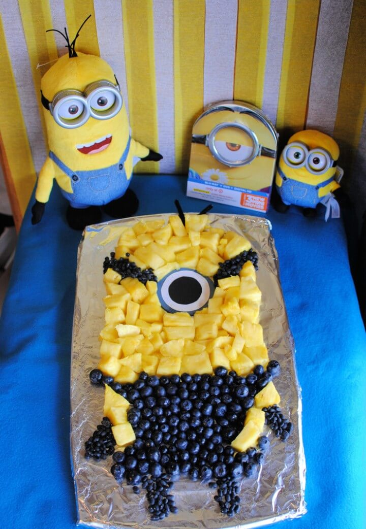 Minions Party Table and Fruit Tray